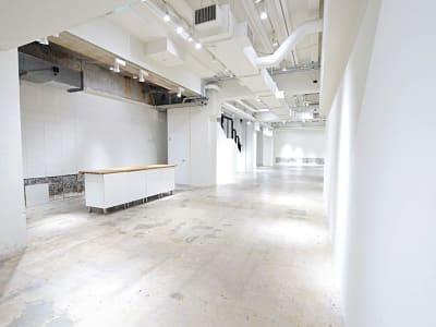 BPオーガニックスペース南船場 天井高約4mの撮影スタジオの室内の写真