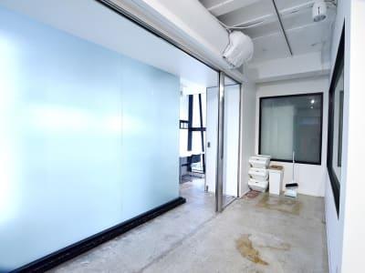 BPオーガニックスペース南船場 自然光が差し込むマルチスタジオの室内の写真