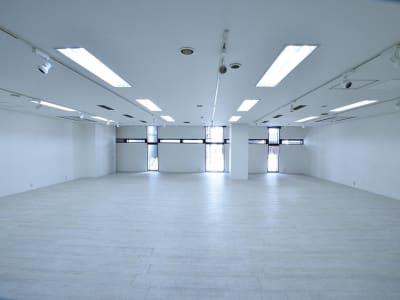 BPオーガニックスペース南船場 写真展に最適なレンタルスタジオの室内の写真