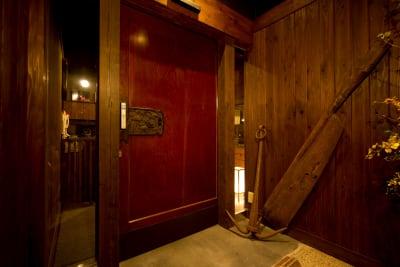 地下入口自動ドア - まぐろ商店 多目的スペース(~8名)の外観の写真