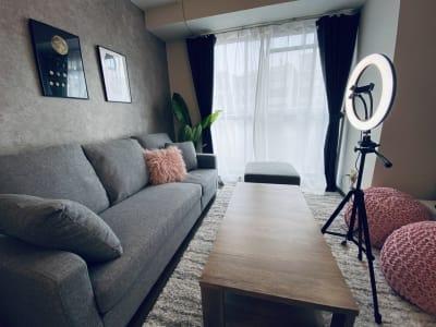 リングライトもありますよ(^^♪ - SMILE+Moon梅田 レンタルスペース、パーティルームの室内の写真