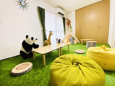 動物のスツールにまたがることができますよ🐼 - SMILE+ずーしばランド天王寺 パーティスペースの室内の写真