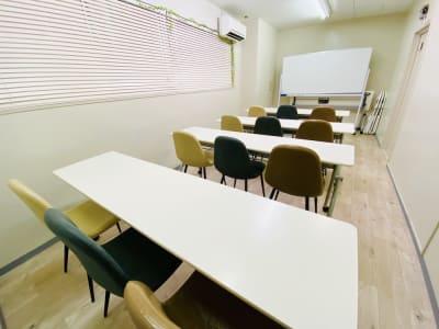 ※テーブルは写真と異なります。 - 貸会議室 ナチュレ天王寺 会議、撮影、テレワークの室内の写真