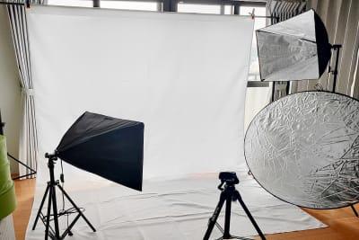 ソフトボックス、カメラ固定用三脚、背景布など撮影用機材が充実しています。 - お気軽スペース ロイヤルシティ ロイヤルシティ中州の設備の写真