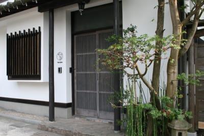 入口はオートロックで常時施錠。 - ThinkSpace鎌倉 囲炉裏の間・畳の間の入口の写真