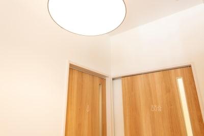 女性専用トイレ、おむつ替えスペースあります。 - コワーキングスペースLAMP スペース-Aの室内の写真