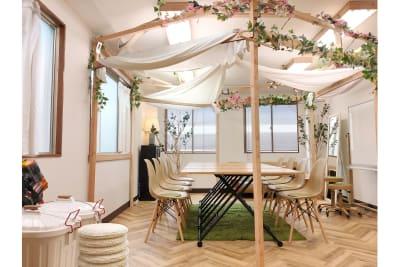室内  Sabori 神楽坂 完全貸切、貸会議室、撮影、パーティー、オフィス - Sabori 飯田橋 302 多目的レンタルスペースの室内の写真