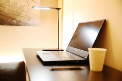 3密を回避しながら、安全に、快適に、仕事に集中することができます。 - hotelzentokyo ワーキングブース #2の室内の写真