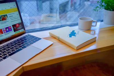 外の景色を眺めながら気分転換できるカウンタースペース。 - Feel Osaka Yu 【超高速WiFi】快適お仕事部屋の室内の写真