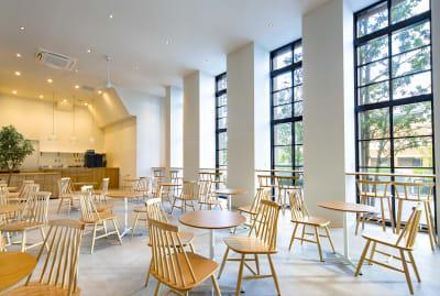 アクセスも抜群の場所なので集合もしやすい。 - haishopcafe カフェスペースの室内の写真