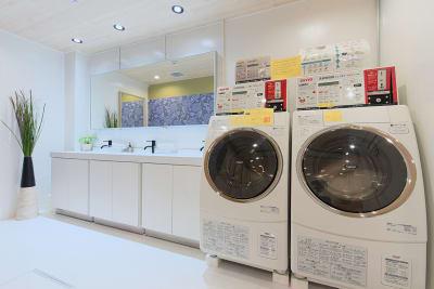 オプションでシャワールームもお使い頂けます - Feel Osaka Yu 【高速WiFi】快適ワークルームの室内の写真