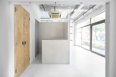 U space / studio 自然光◎ フォトスタジオの室内の写真