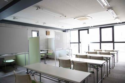 セミナーや会議なども行っていただける部屋もあります。 - コワーキングスペース Will 展示会場・フリーランス事業の室内の写真
