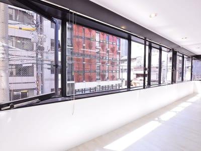 BPセントラルスペース南船場 南向きが窓とベランダのスタジオの室内の写真