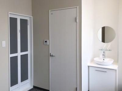 トイレ、シンク、シャワーお使いいただけます - CULTI EARL HOTEL 家具なしレンタルスペース1の室内の写真