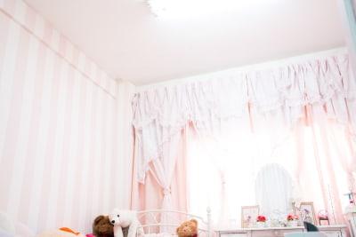 天井は蛍光灯になります。 - スタジオフェアリー 天満橋店 シャイン2 スタジオの室内の写真