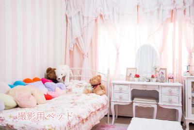 撮影用の姫系ベッドとドレッサーになります。 - スタジオフェアリー 天満橋店 シャイン2 スタジオの室内の写真