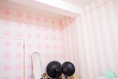 こちらのストライプ柄やドット柄での撮影もいかがでしょう? - スタジオフェアリー 天満橋店 シャイン2 スタジオの室内の写真