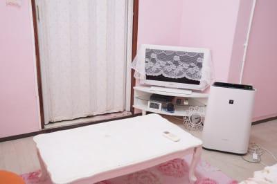 HDMIケーブル等をお持ち頂ければ、モニターで撮影データを確認可能です。 - スタジオフェアリー 天満橋店 シャイン2 スタジオの室内の写真