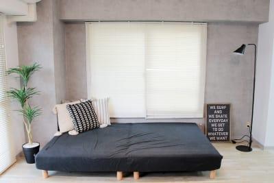 ゴロゴロスペースです。ベッドで例えると、セミダブルほどの大きさとなります。 - 池袋リラックススタジオ 撮影会や女子会に最適なスペースの室内の写真