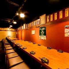 テーブルスペース 最大35席 - 信州炉端 串の蔵 新宿東口店 ・貸会議室・多目的スペースの室内の写真