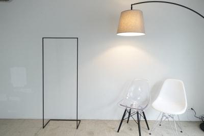 5メートルの白壁。 - THINK SPACE 東京 モノトーン撮影Aスタジオの室内の写真