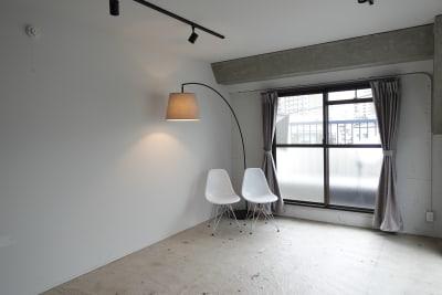 THINK SPACE 東京 モノトーン撮影Aスタジオの室内の写真
