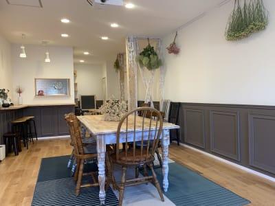 スペース内はパリのアパルトマン風な雰囲気です。 - つどいのば アコエコト 貸し空間の室内の写真