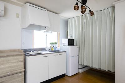 キッチン(ガスコンロ1口)は無料でお使い頂けます。 - 要町駅前レンタルスペース フロント要町3Fの室内の写真