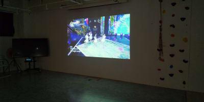 北館でのNECビジネス用プロジェクター上映 - フェリスアン スタジオ237 北館 多目的スペースの室内の写真