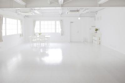 スタジオアットベーネ 撮影プラン スタジオ&ラウンジ の室内の写真