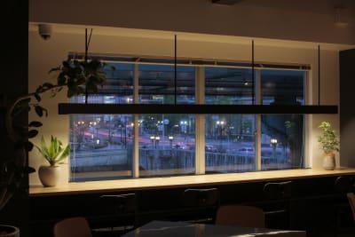 夜景が綺麗です。 - ScribbleOsakaLab 貸しオフィス・スタジオの室内の写真