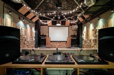 Aoyama ZERO 多目的イベントスペースの室内の写真