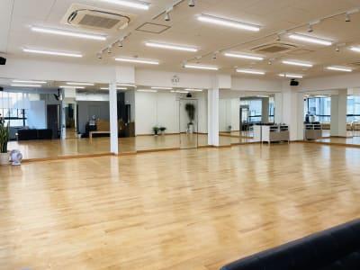 2020年7月鏡増設 日当たり良好です - DanceStudioHeily レンタルダンススペースの室内の写真