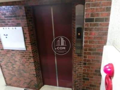 エレベーターで2階に上がって下さい - レンタルスペース【プリミナ】 池袋レンタルスペースの外観の写真