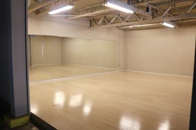 ダンスフロア - ERCビル(元SKビル) ダンススタジオ 一階の室内の写真