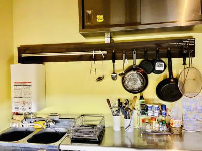 キッチンがありますので調理もして頂けます - レンタルスペース・タンポポの室内の写真