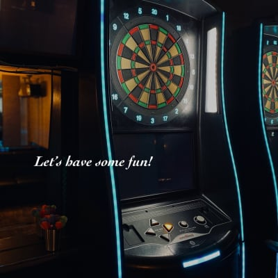 ダーツはPHOENIXS4を導入。綺麗なエフェクト映像で会に彩りを加えてくれます。 - Bar B-LUCK BERRY Bar,パーティ会場の室内の写真