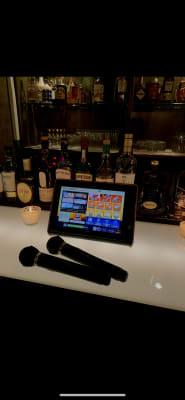 LIVE DAM STUDIAMをご用意しております。 多彩な採点や盛り上げ機能を搭載! こちらも無料でご利用頂けます。 - Bar B-LUCK BERRY Bar,パーティ会場の室内の写真