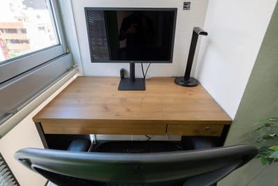 LG4Kディスプレイ - ⚡️リモートベース丸の内⚡️の室内の写真