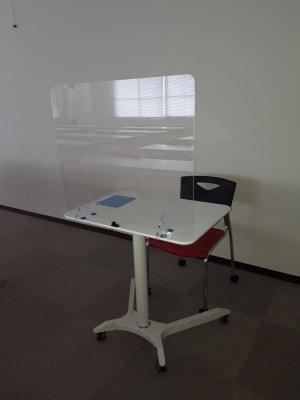 高さ調整可 飛沫防止用アクリル板付 - 大阪長堀 貸会議室 8階 E会議室の設備の写真