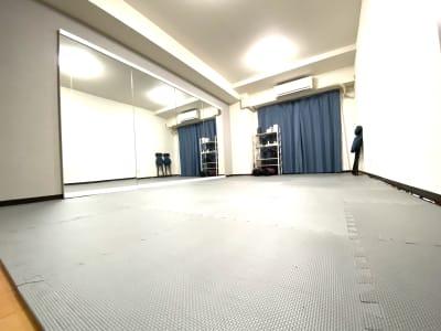 最大5-6名 - ダンススタジオ 学生応援【格安】ダンススタジオの室内の写真