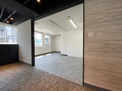ラウンジ - 渋谷ワールド宇田川ビル タイムシェアリング 9F 会議室の室内の写真