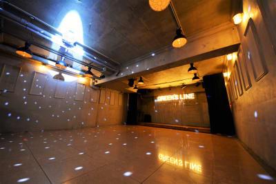 ステージカーテン、飛沫防止シート設置可能 - GREEN'S LINE 【ステージ有】撮影・配信の室内の写真