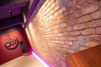 スタジオ背景レンガ - DANCE SPACE 007 ダンススタジオ、多目的スタジオの室内の写真