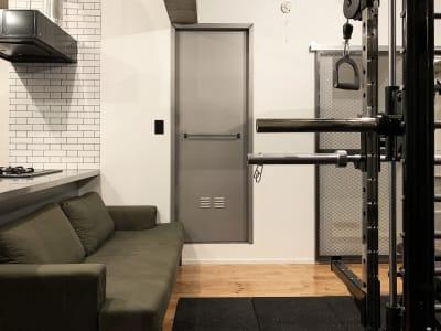 【GYMTY南堀江】プライベート プライベートジムレンタルスペースの室内の写真