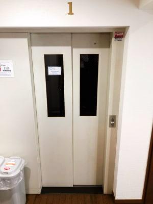 エレベーター - 葵禅カフェ&バー テレワーク・会議・利用など201の設備の写真
