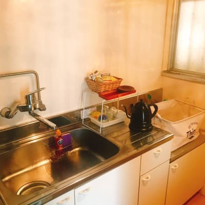 キッチンにあるものは全て無料でご利用いただけます♪ - レンタルサロンSLOW ルーム3の設備の写真