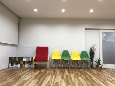 ルーシーママヨガスタジオ フィットネススタジオ2階の室内の写真