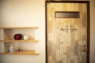 玄関にある消毒をご利用下さい - 四条烏丸シェアサロン.ファースト 町屋風和室の室内の写真
